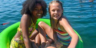 girls in float